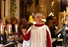 Stephen Darlington conducting the Cathedral Choir